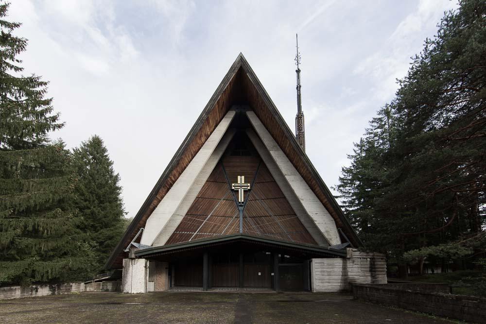 chiesa villaggio Eni Borca Cadore.jpg